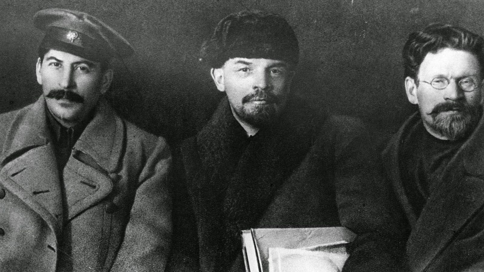 """Foto: """"¡Una para el Instagram!"""" Parece Trotski, pero no lo es: se trata de Kalinin, de sorprendente parecido con el """"desaparecido""""."""