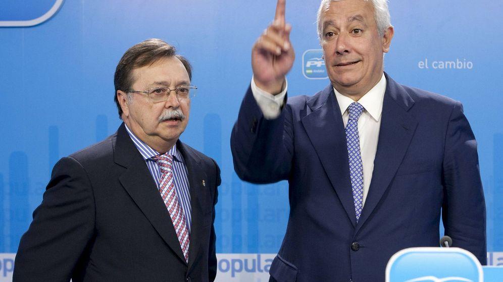 Foto: El presidente de la Ciudad Autónoma de Ceuta, Juan Vivas (izquierda), junto a Javier Arenas (derecha) en una foto de archivo (EFE)
