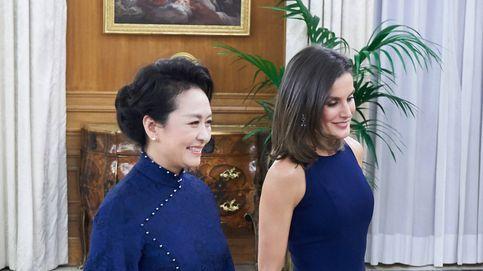 La reina Letizia y Peng Liyuan, primera dama china, conjuntadas de cena en Zarzuela