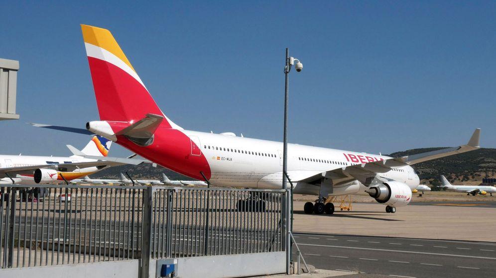 Foto: Un avión de Iberia, estacionado en el aeropuerto de Ciudad Real. (EFE)