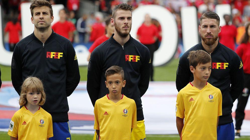 Foto: Piqué, De Gea y Ramos, con España. (EFE)