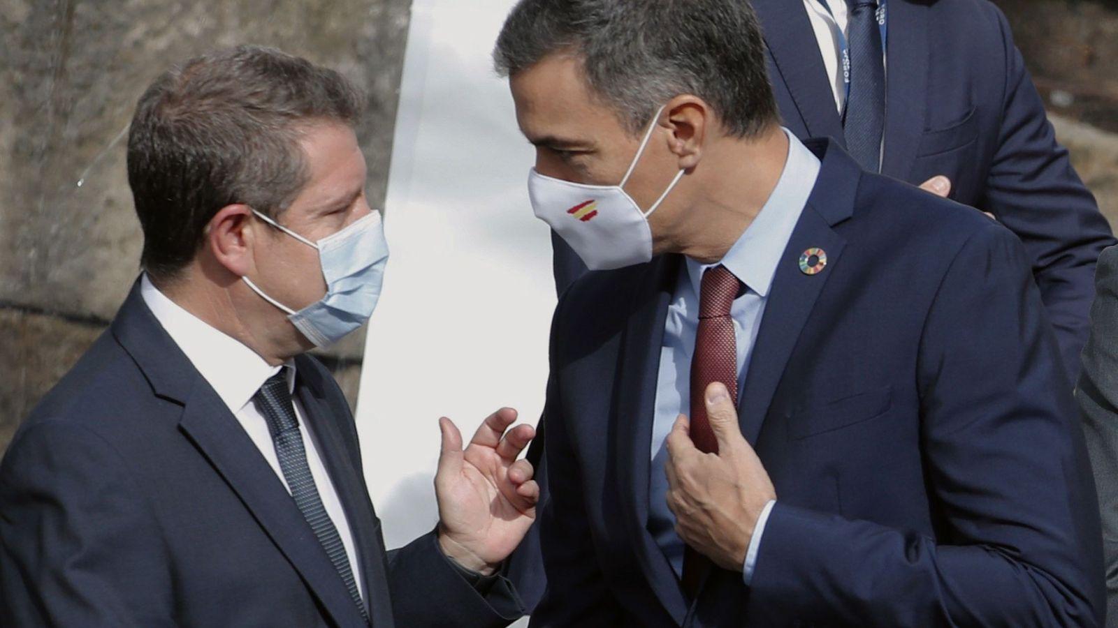 Emiliano García-Page con Pedro Sánchez. (EFE)