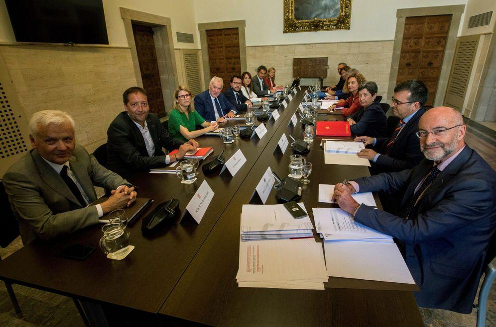 Foto: Meritxell Batet y Ernest Maragall encabezan sus delegaciones en la comisión bilateral de este 1 de agosto en Barcelona. (EFE)