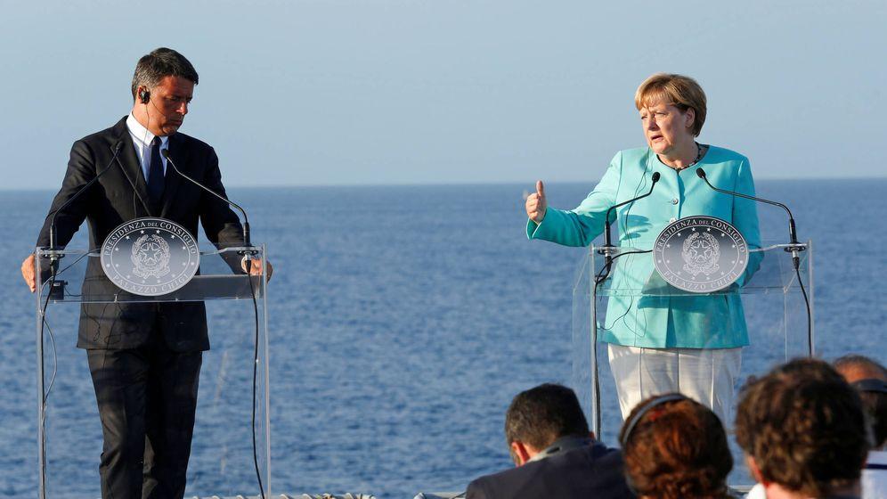 Foto: El primer ministro italiano, Renzi, la canciller Merkel y el presidente francés Hollande durante una rueda de prensa tras su encuentro, el 22 de agosto de 2016 (Reuters).