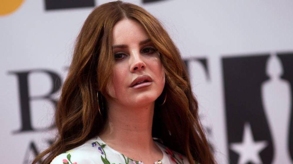 Foto: Lana Del Rey, durante una entrega de premios (EFE/Andrew Cowie)