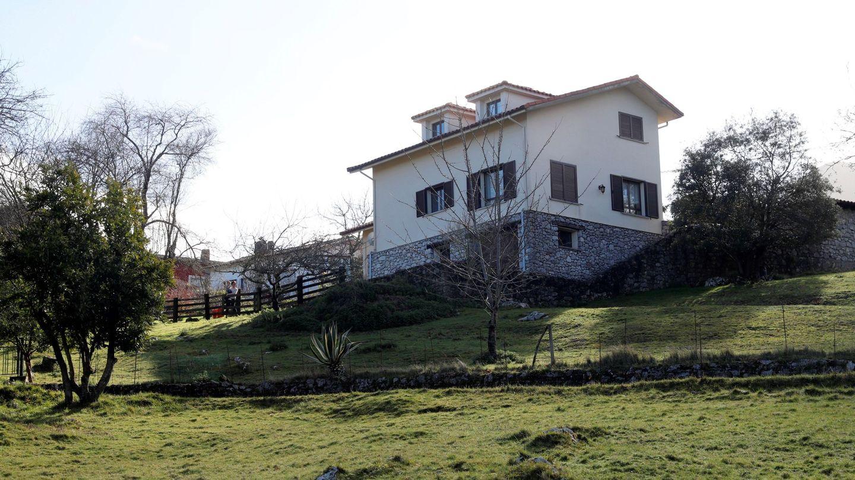 Vista general de la vivienda del concejal asesinado el pasado mes de agosto, Javier Ardines. (EFE)