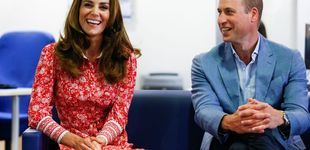 Post de ¡Con las manos en la masa! Kate Middleton vuelve con un bonito vestido solidario