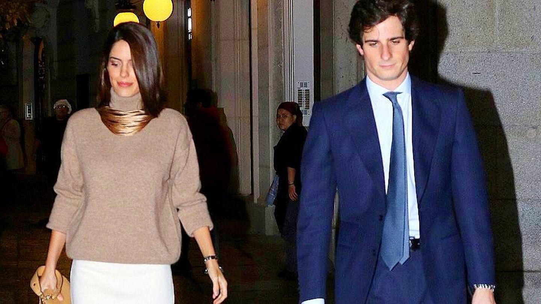 Sofía Palazuelo (con un look recomendado por Valentina Suárez de Zuloaga) y el duque de Huéscar. (Lagencia Grosby)