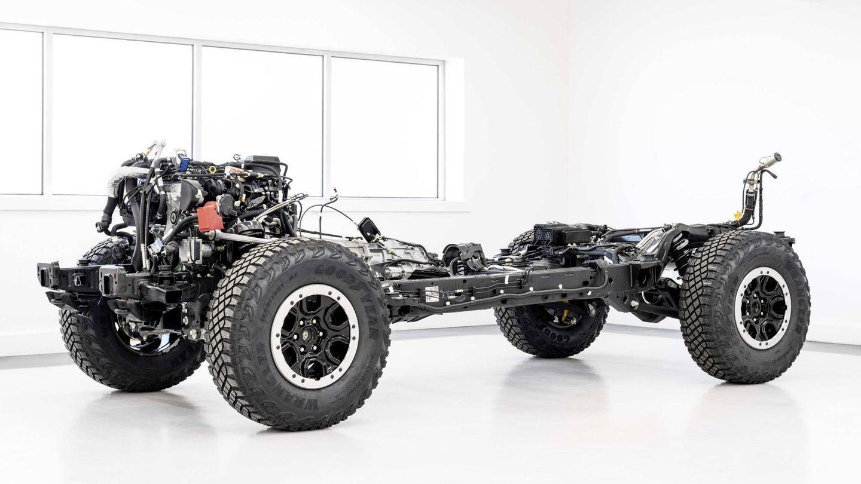 Chasis de largueros y travesaños muy robusto con el motor V6.