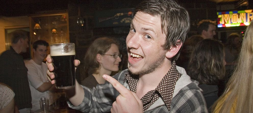 Neknominate: el mortal juego de beber que arrasa entre los jóvenes