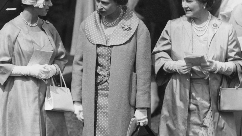 La princesa Margarita, Isabel II y su madre en una imagen de archivo. (Getty)