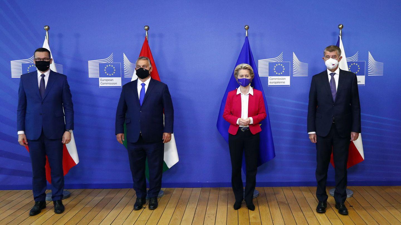 Von der Leyen junto a los primeros ministros de Polonia, Hungría y República Checa. (EFE)