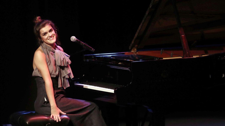 Amaia Romero durante el concierto de Pamplona junto al grupo The Free Fall Band. (EFE)