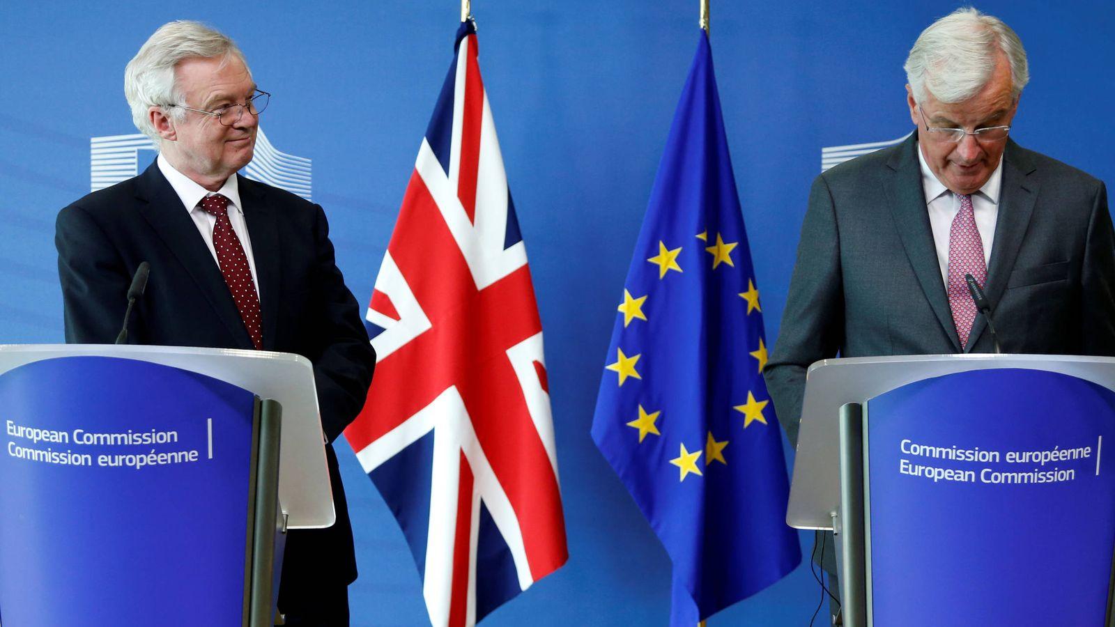 Foto: El ministro británico para el Brexit, David Davis, junto a Michel Barnier, en rueda de prensa tras la última ronda de negociaciones, en Bruselas. (Reuters)