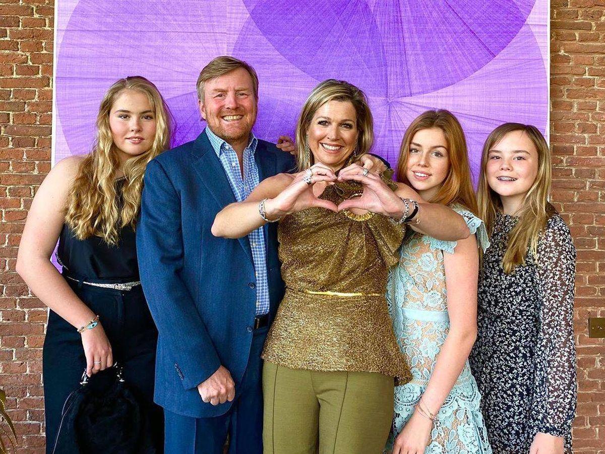 Foto: Los reyes de Holanda con sus hijas. (IG)