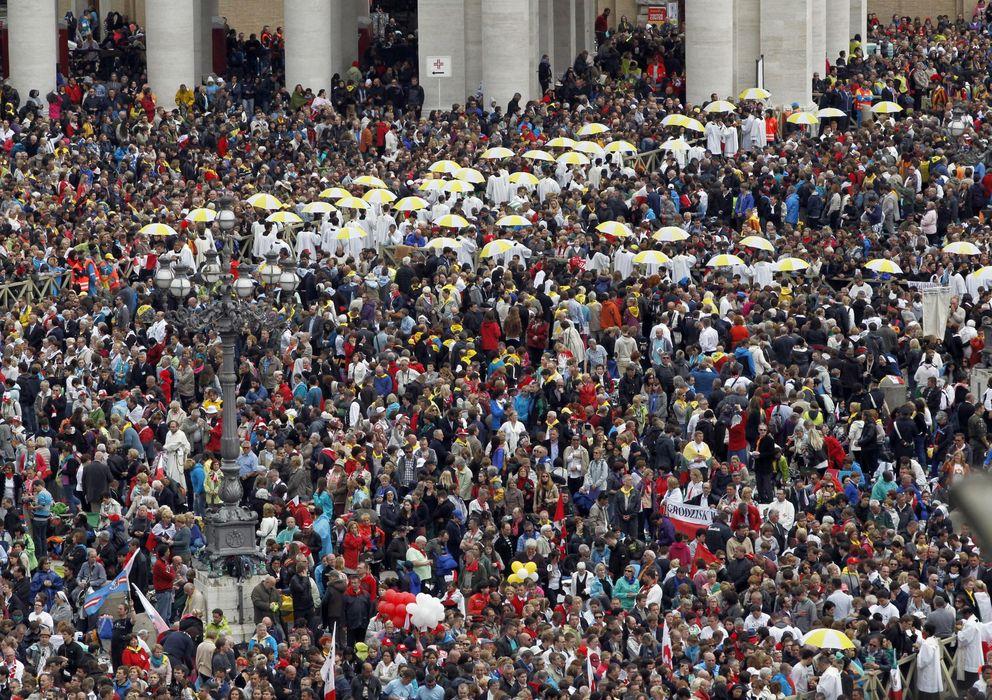 Foto: Vista de los asistentes a la Plaza de San Pedro durante la ceremonia de canonización. (Efe)