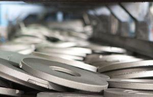 Lingotes sube un 5% respaldada por una elevada negociación