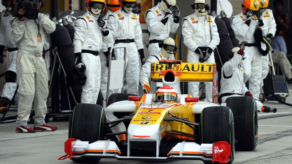Foto: Fernando Alonso dejó Renault a finales de 2009 y vuelve una década más tarde, con 40 años. (EFE)