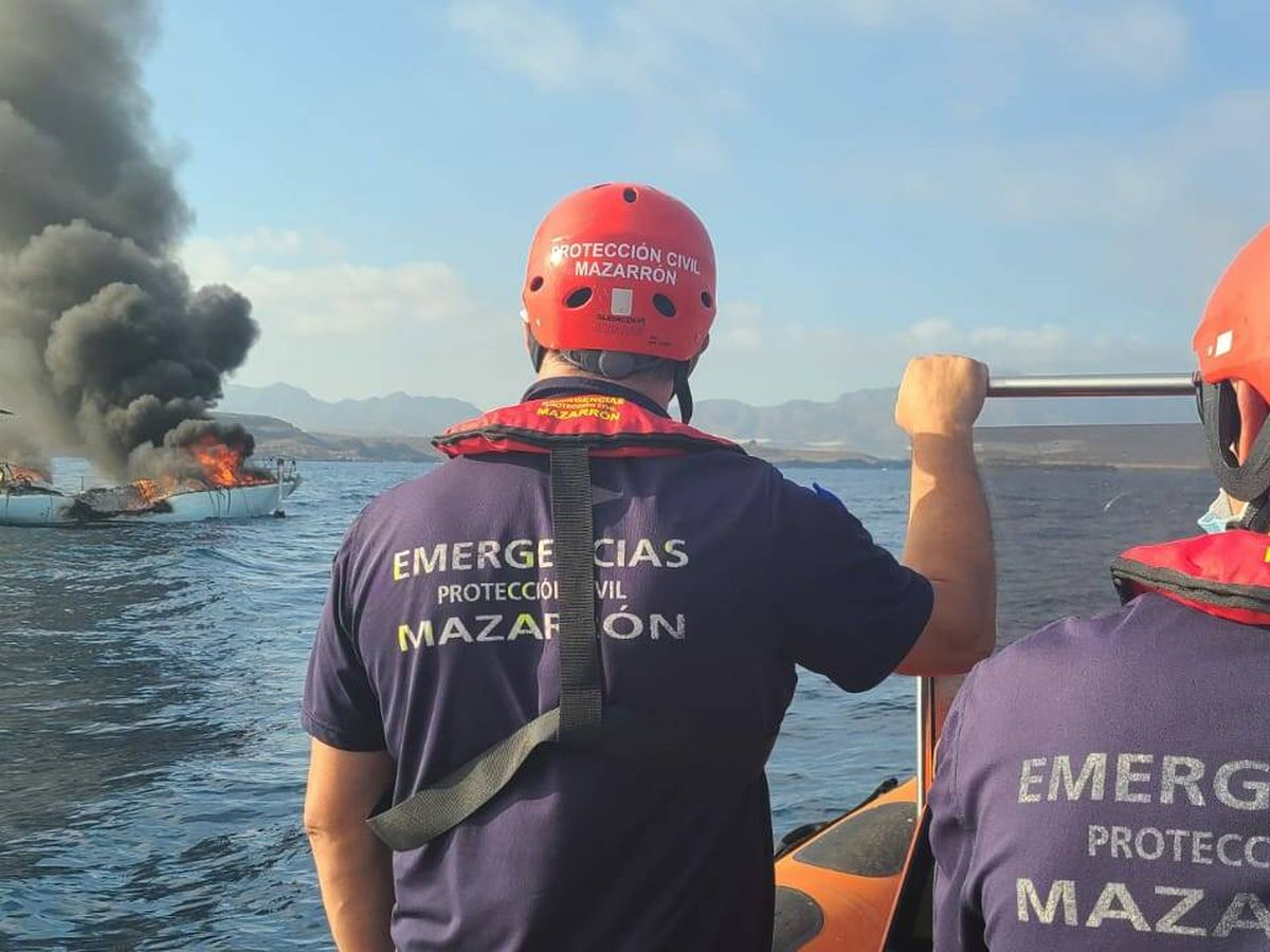 Foto: Efectivos del Plan Copla y Salvamento Marítimo en Murcia. (EFE)