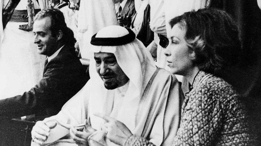 Foto: Los reyes Juan Carlos y Sofía con el rey Fahd, en los años 70. (Getty)