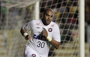 El Paranaense rompe el contrato de Adriano tras caer en la Libertadores