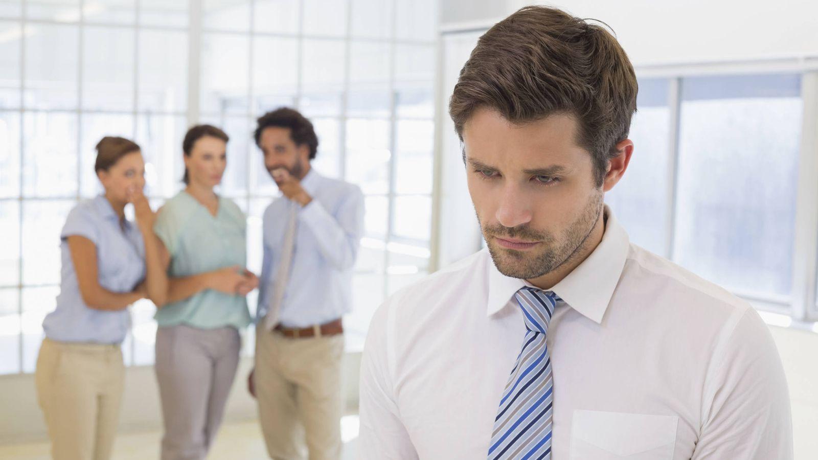 76ee45fc64 Trabajo  Cómo enfrentarte a los que hablan de ti por la espalda en el  trabajo y salir ganando