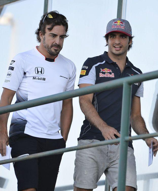 Foto: Fernando Alonso y Carlos Sainz, durante el pasado Gran Premio de Hungría. (EFE)