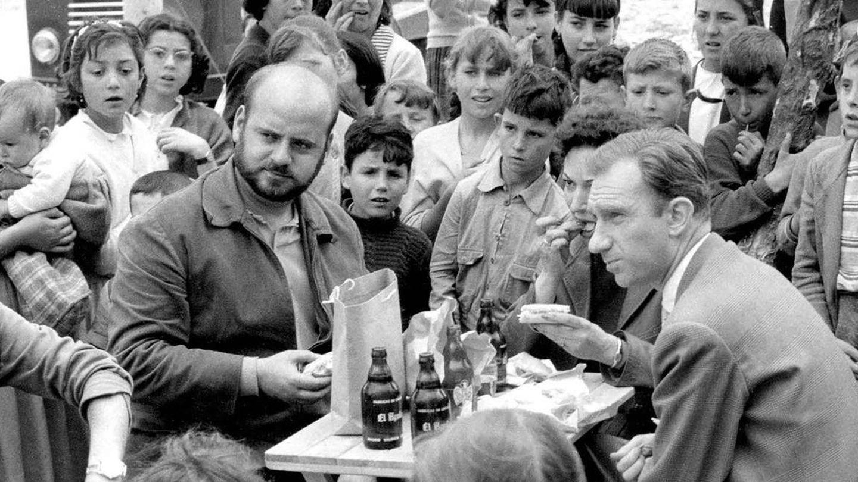 Estelrich y Fernán Gómez, en 'La vida alrededor', en 1959. (Demipage)