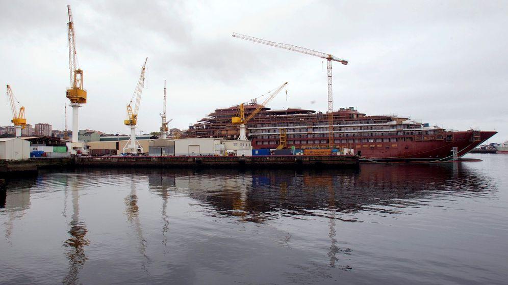 Foto: Vista del minicrucero inacabado de Ritz Carlton en el astillero de Barreras. (EFE)