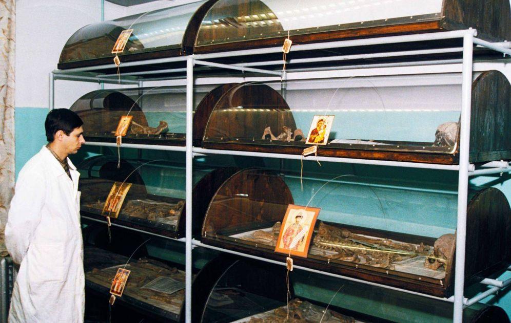 Foto: Los restos de los Romanov en un centro forense en Ekaterinburgo. (Getty/ Pinterest)