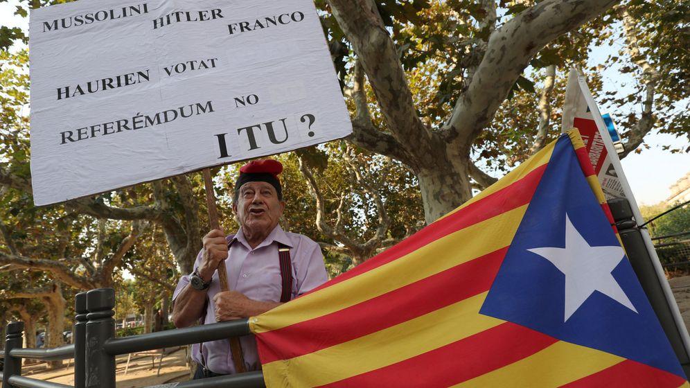 Foto: Un hombre se manifiesta a favor del referéndum. (Reuters)