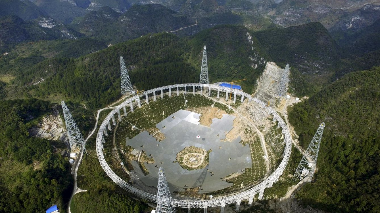 China desplazará a 10.000 personas para buscar vida extraterrestre