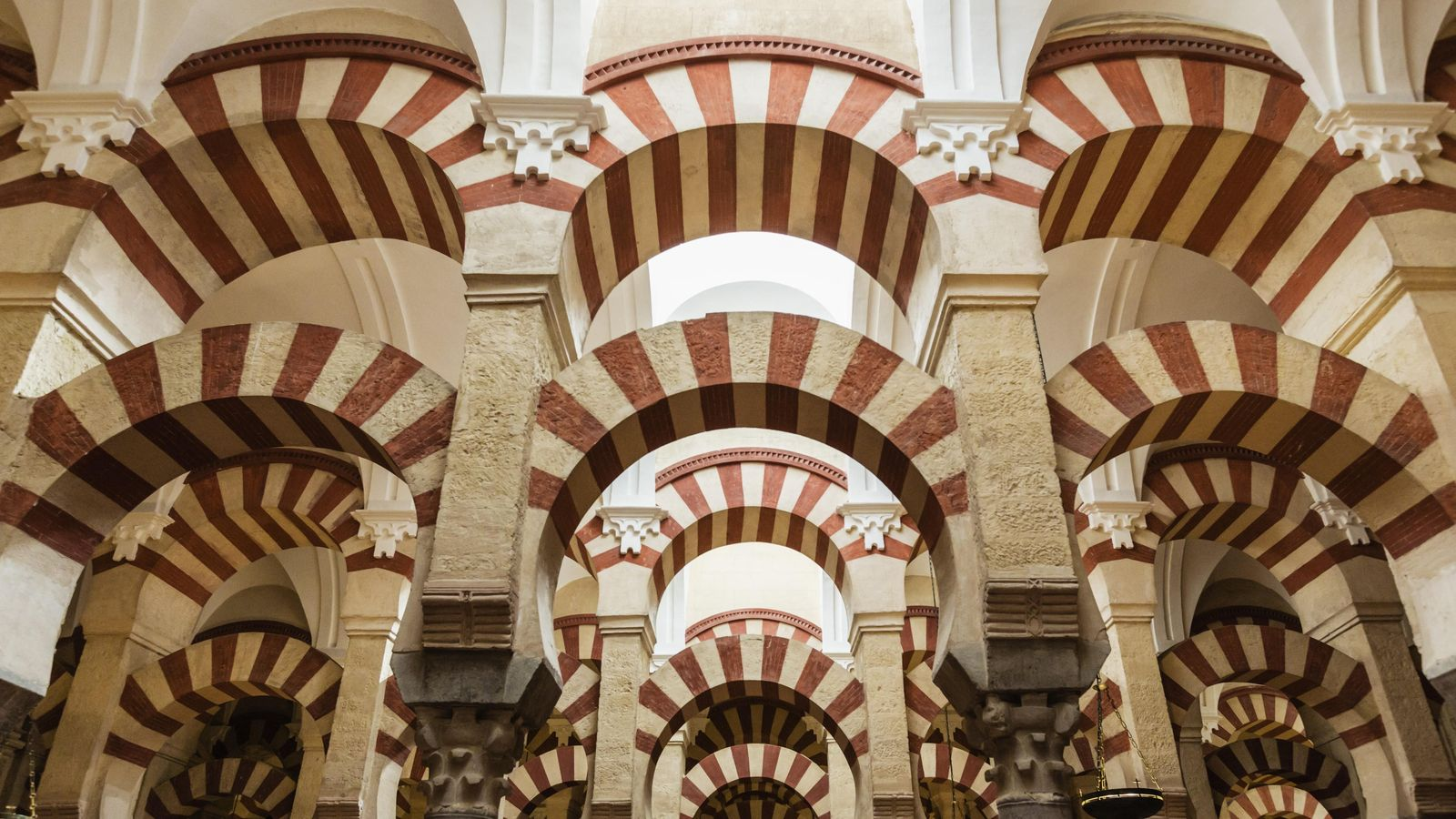 Foto: La mezquita de Córdoba es la muestra más clara del esplendor omeya. (Corbis)