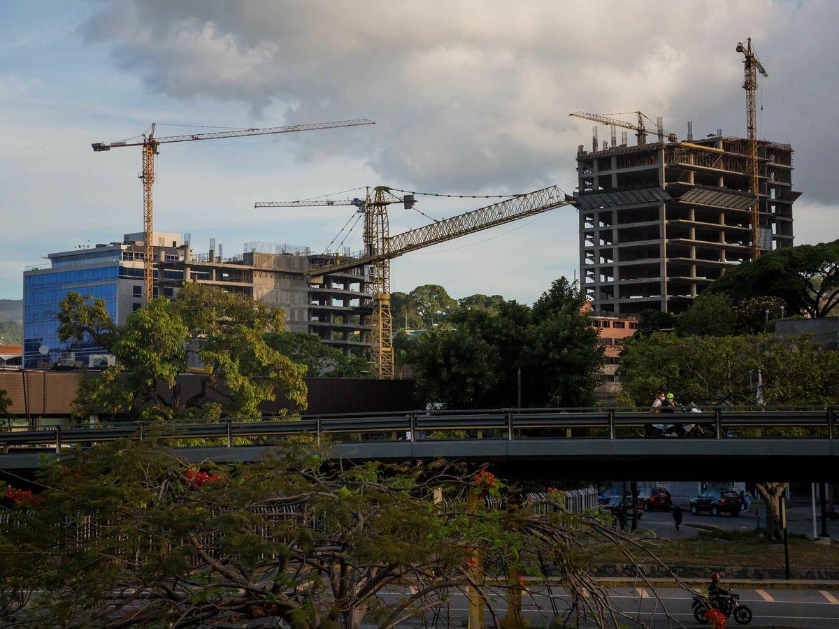 Foto: ACR prevé que la falta de mano de obra reduzca a 80.000 los pisos nuevos al año. (fOTO: eFE)