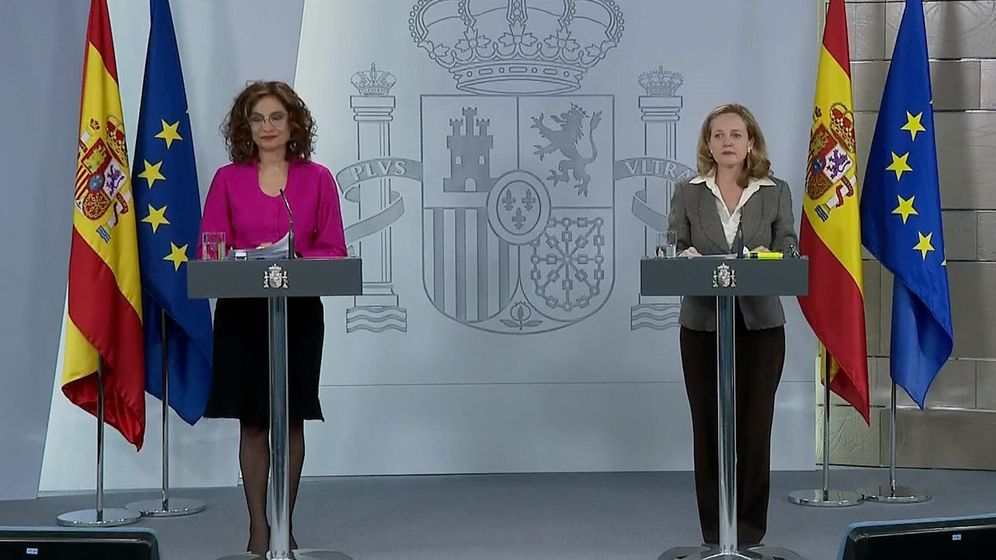Foto: La portavoz del Gobierno, María Jesús Montero, y la vicepresidenta económica, Nadia Calviño. (Efe)