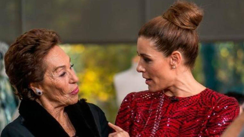 Dione Caus Pertegaz junto a Raquel Sánchez Silva en 'Maestros de la costura'