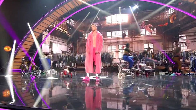 'El Cejas' vuelve a ser la estrella de 'Got Talent' con su nueva canción 'Camiseta''