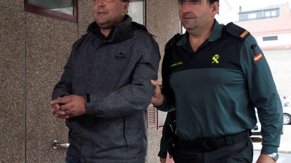 Foto: Miguel M., a su llegada al juzgado ourensano de Xinzo de Limia que dictó su prisión provisional sin fianza. (EFE)