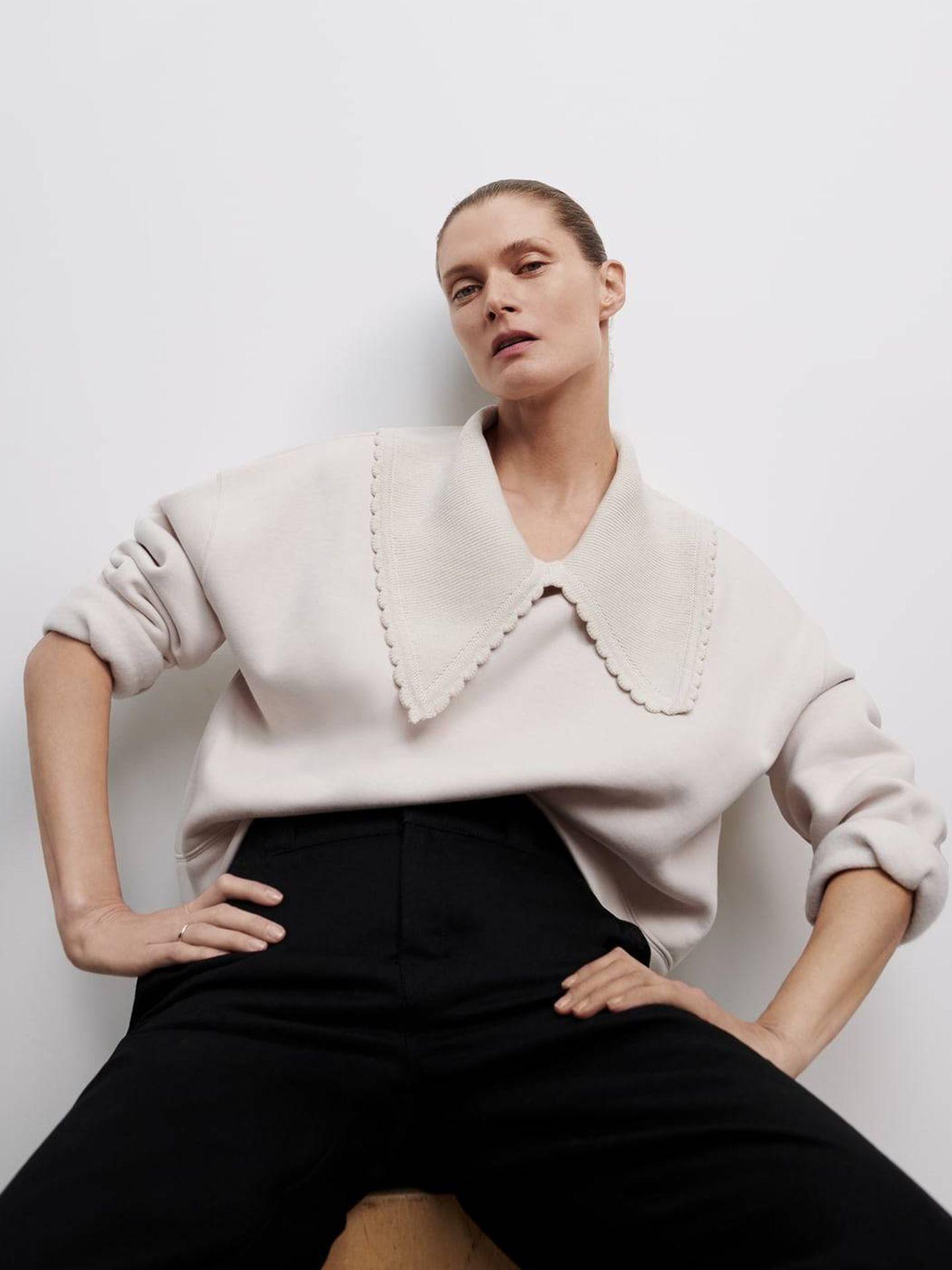 Sudadera con cuello bobo de Zara. (Cortesía)