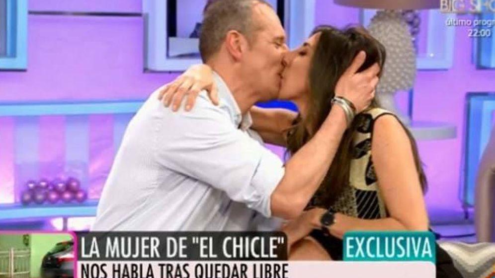 Foto: Joaquín Prat besa a Paz Padilla.