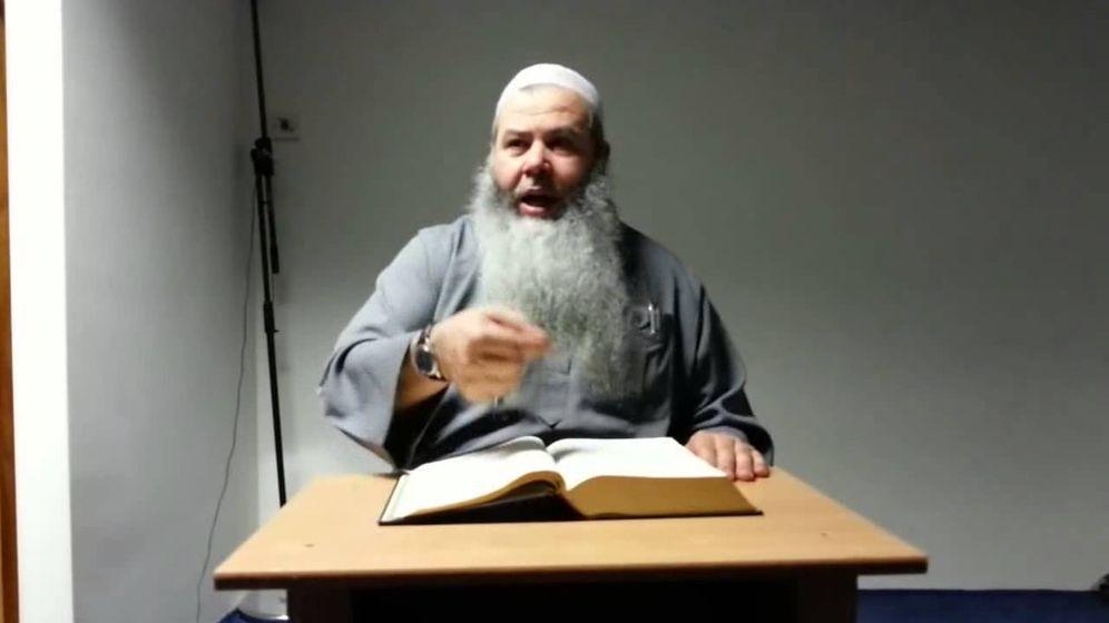 Foto: Al Alami Amaouch, alias Abu Hamza, en una captura de una de sus prédicas en YouTube