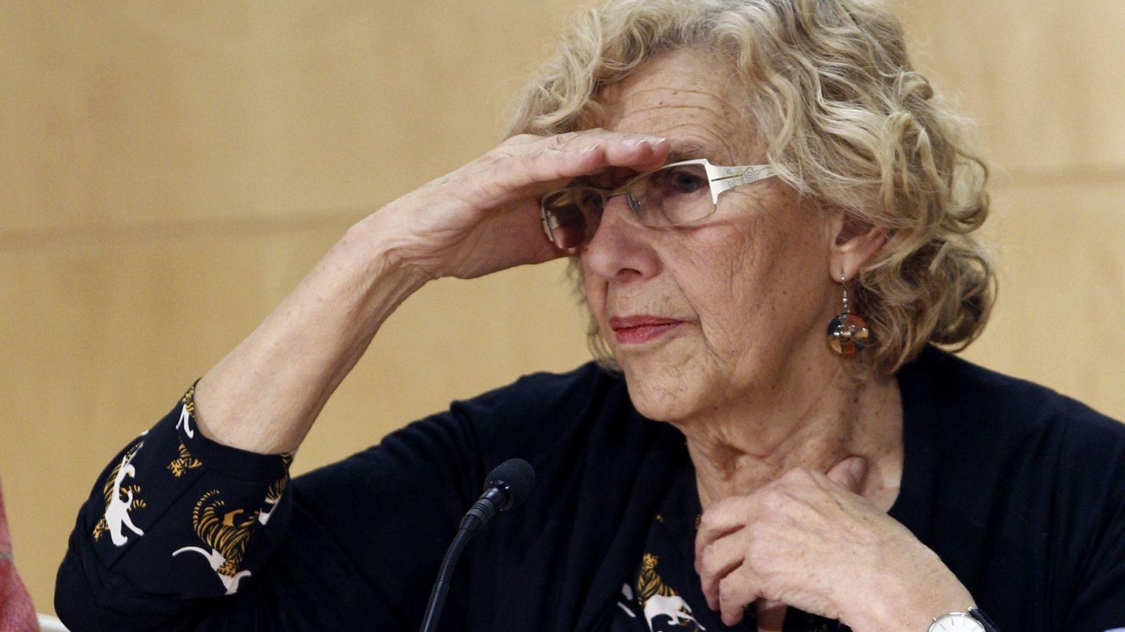Foto: La alcaldesa de Madrid, Manuela Carmena, durante la rueda de prensa en que anunció el relevó en sus funciones de la concejala del Área de Cultura, Celia Mayer. (EFE)