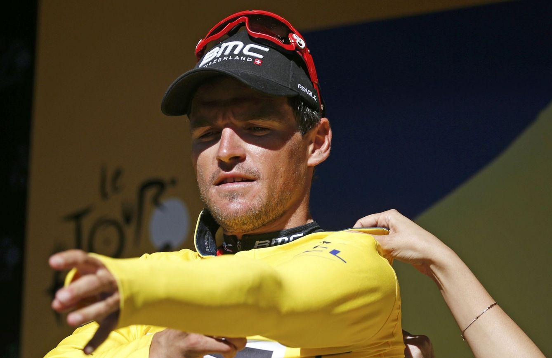 Foto: Van Avermaet celebra el triunfo de la etapa y el liderato del Tour (Reuters)