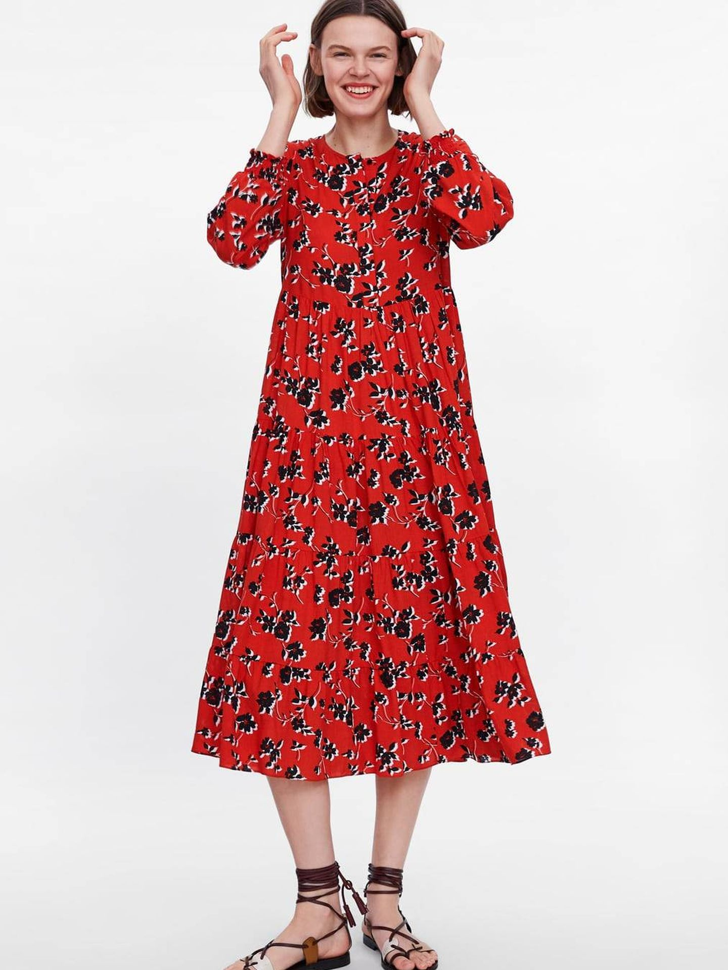 Este es el vestido de flores de Zara que luce Naty Abascal. (Cortesía)