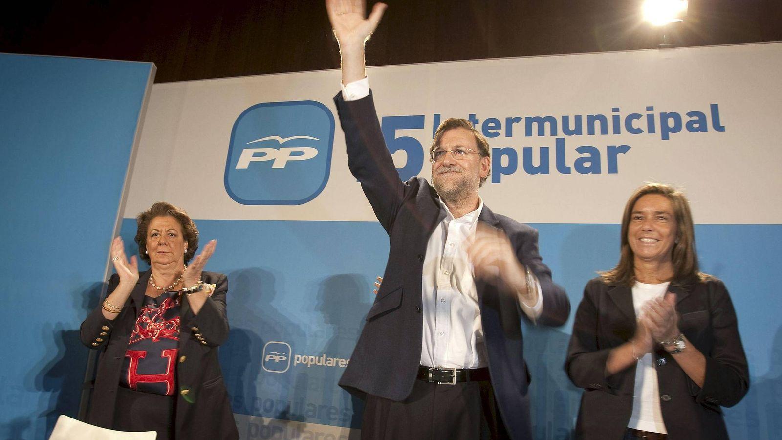 Foto: El presidente del PP, Mariano Rajoy, junto a Rita Barberá (i) y Ana Mato. (EFE)