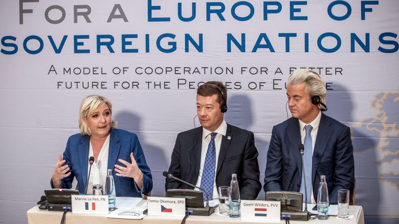 Marine Le Pen, el líder del partido checo Libertad y Democracia Directa, Tomio Okamura, y Geert Wilders, en una minicumbre de la ultraderecha europea en Praga. (Reuters)