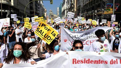 Los Reyes visitan Navarra y tercera semana de huelga de los MIR : el día en fotos