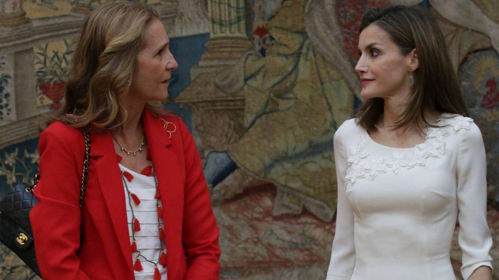 Doña Letizia y la infanta Elena, la noche y el día en su último acto juntas