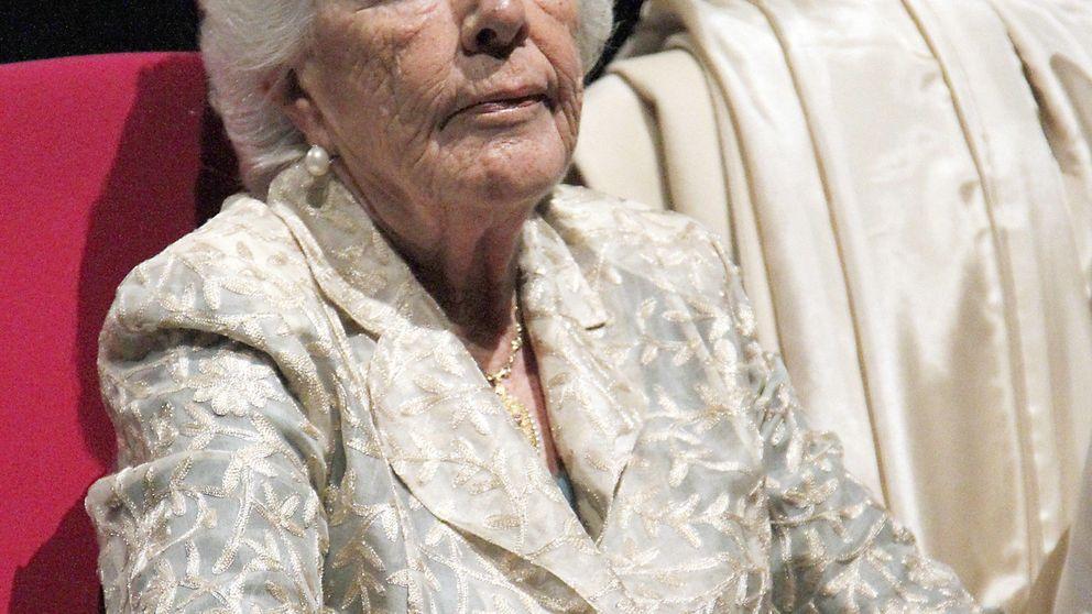 Menchu Álvarez del Valle no se pierde la presentación de los sellos de Leonor
