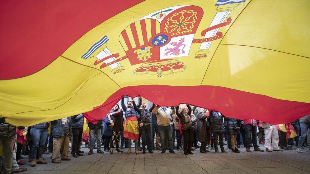 Foto: Vista de la concentración ante la delegación del Gobierno de España en Navarra. (EFE)